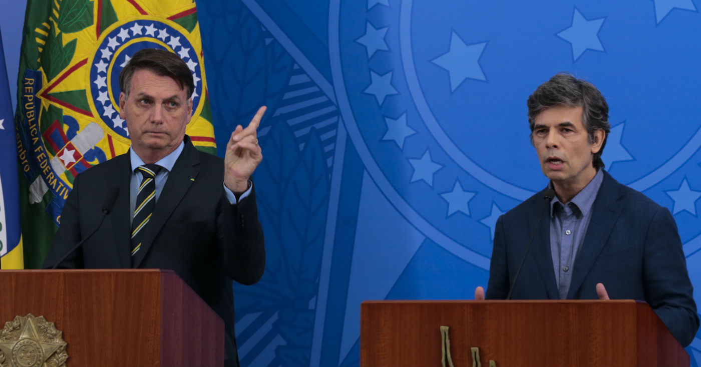 16.04.2020 - Brasília/DF - O presidente Jair Bolsonaro e o novo ministro da Saúde, Nelson Teich, durante pronunciamento no Palácio do Planalto. Foto: Marcello Casal Jr/Agência Brasil.