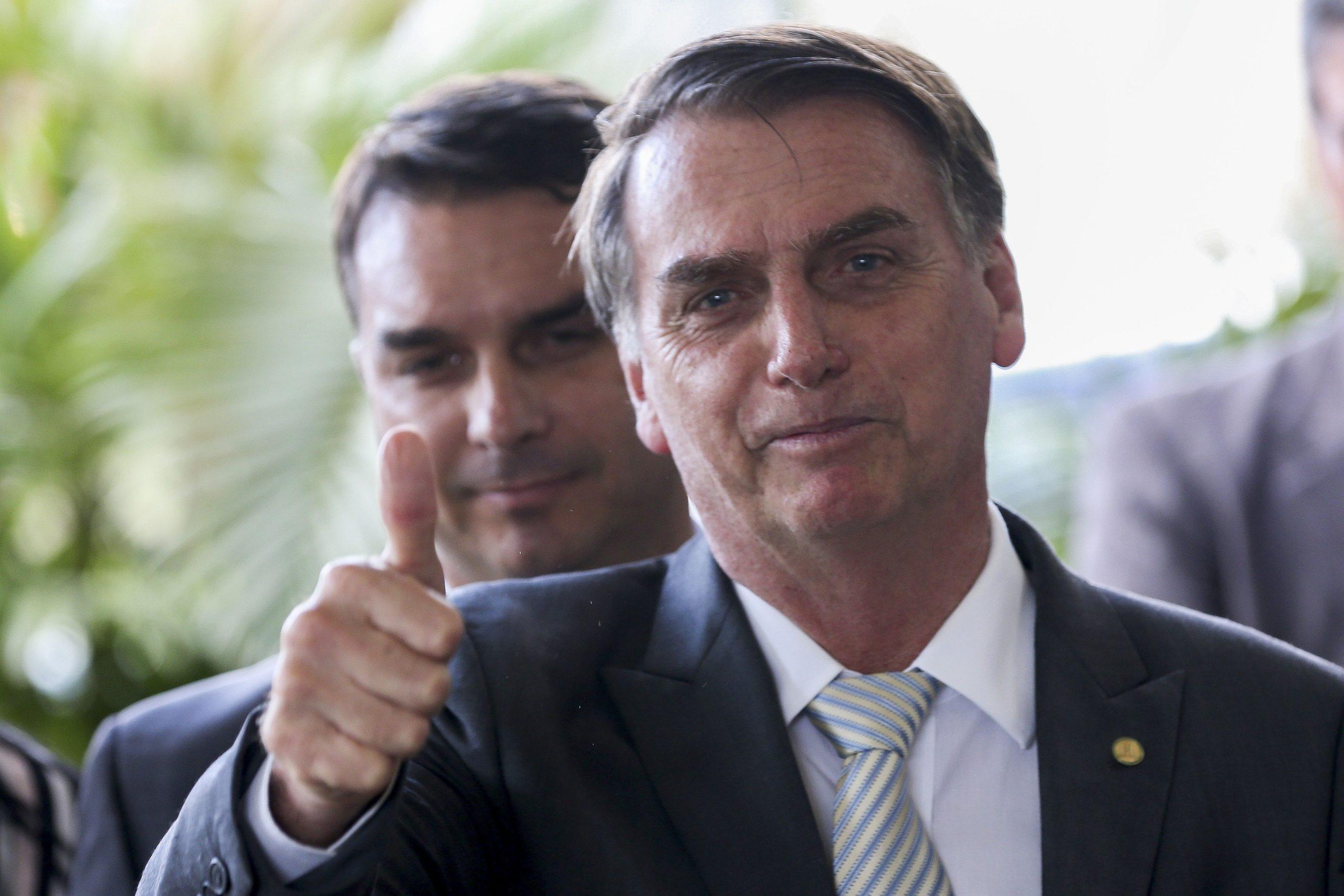 27.11.2018 - Brasília/DF - Jair Bolsonaro e Flávio Bolsonaro durante entrevista à imprensa, no CCBB. Foto: Wilson Dias/Agência Brasil