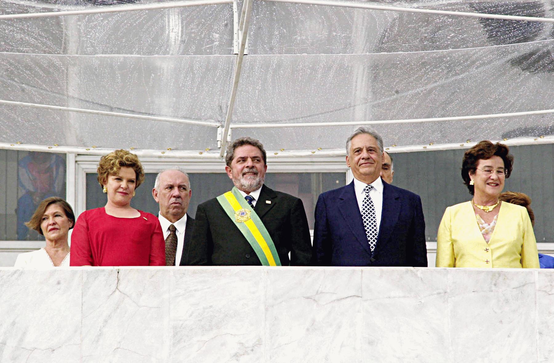 01.01.2003 - Brasília/DF - Acompanhado das esposas, FHC transmite a faixa presidencial para Lula. Foto: Marcello Casal Jr./ABr