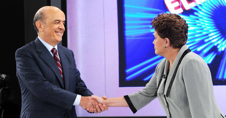 29.10.2010 - Rio de Janeiro/RJ - José Serra cumprimenta Dilma Rousseff no debate da Globo. Foto: Cacalos Garrastazu/ObritoNews